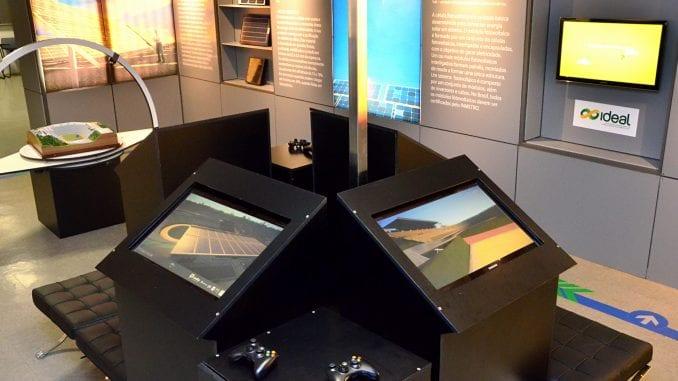 Foto dos equipamentos interativos do centro de visitação do Estádio de Pituaçu