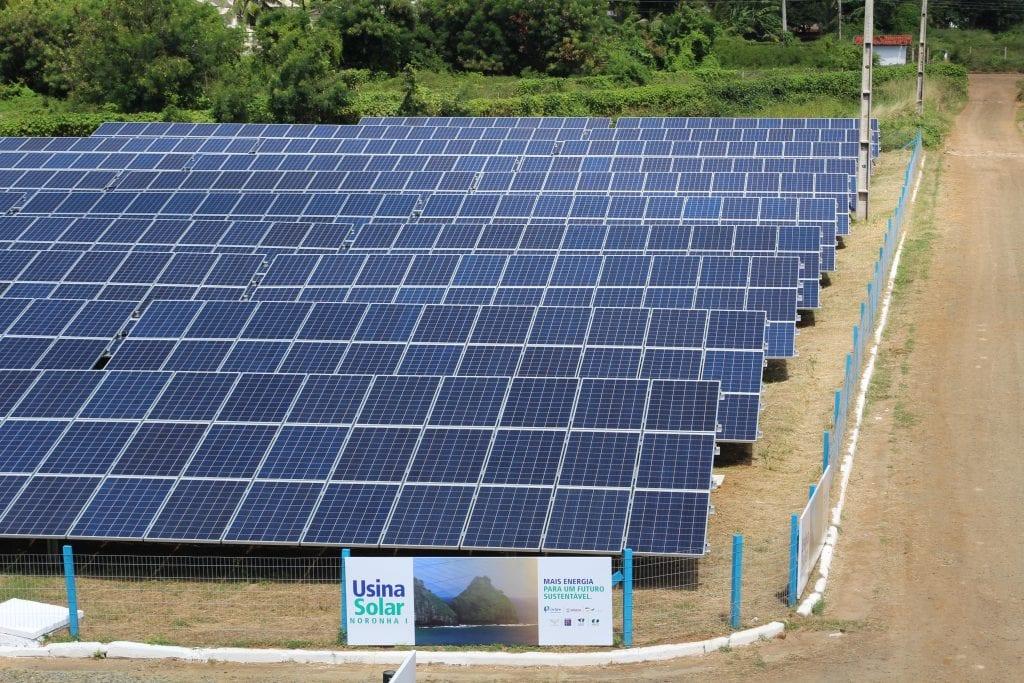 placas-solares-usina-noronha-I