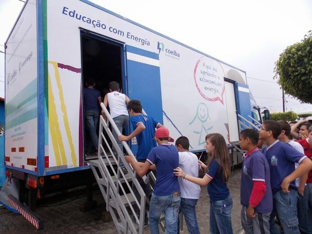 O projeto de Unidade Móvel Educativa - UME conta com uma equipe de educadores e agentes educativos capacitados.